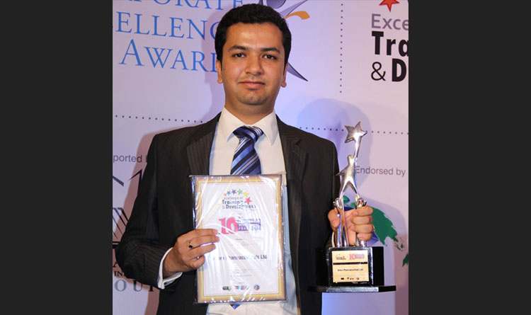 """Dr. Saurabh Arora, Executive Director of Arbro Pharmaceuticals Limited received the """"The Excellence in Training and Development Award 2013"""""""
