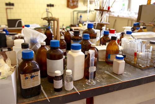 How to Prevent Laboratory Glassware Breakages?