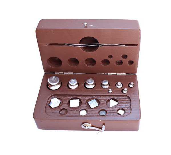 Set of standard calibrated weights